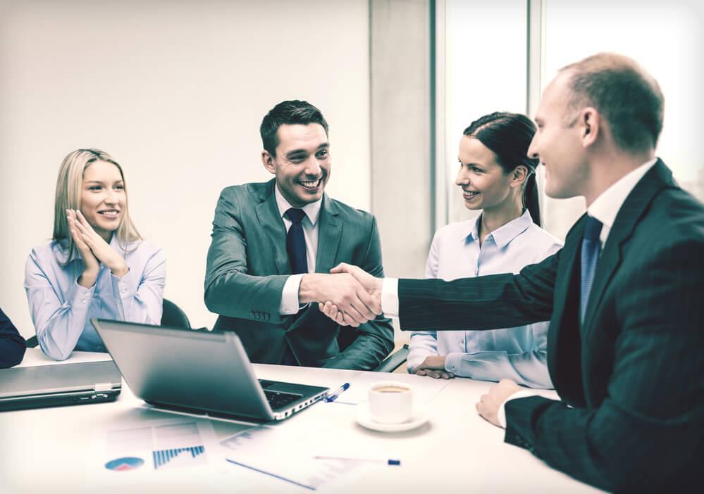 aumente-seu-potencial-saiba-como-atrair-mais-clientes-para-a-sua-franquia.jpeg