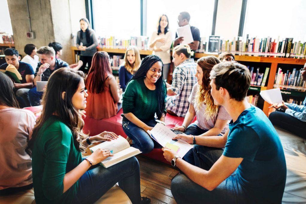 aula-em-grupo-como-aproveitala-ao-maximo-no-aprendizado-de-ingles.jpeg