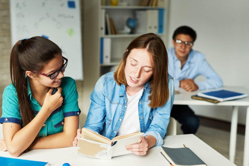 estender-500-palavras-aprender-ingles-melhor-focar-na-gramatica-ou-na-conversacao.jpeg
