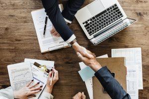 Inglês para o mercado de trabalho: 10 profissões onde a segunda língua é fundamental
