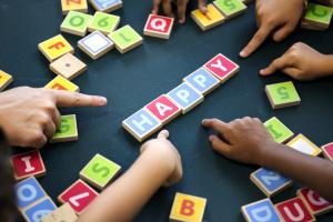 Inglês para crianças: quais as vantagens de aprender inglês ainda na infância